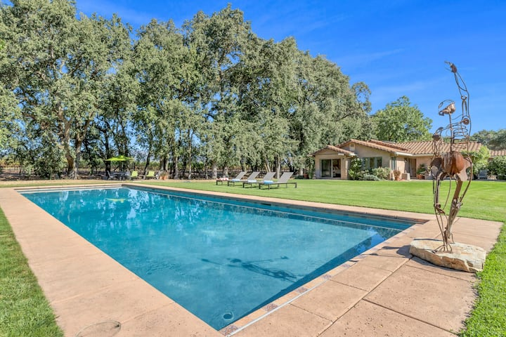 Eagle's Outlook -  4-bedroom, 4-bathroom idyllic home on 5 private acres located at the end of a quiet country lane.