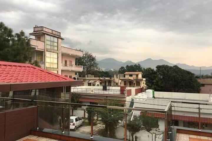 Anand vihar, Rajpur road