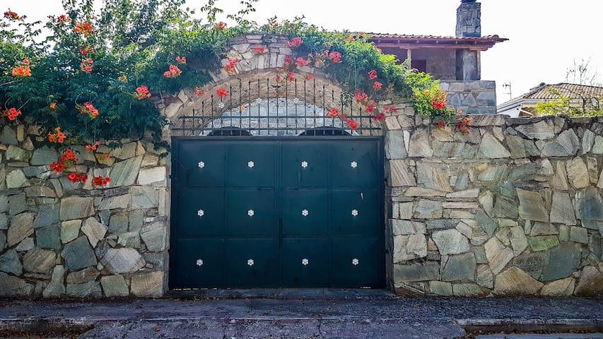 3 Bedroom Luxury Villa Near to Larisa