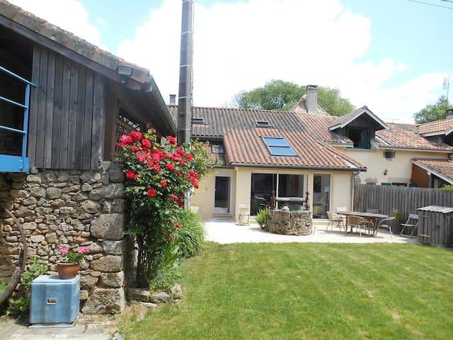 Cottage mignon + piscine - 5 psns - jardin privé