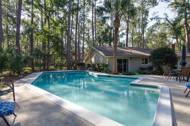Bright  house with a private pool and more!