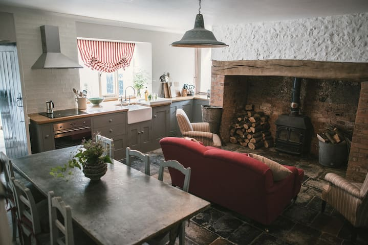 Haye Farm, Musbury, Axminster, Lyme Regis, Axmouth - Devon - House