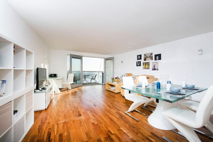 Modern 2BR Flat with Thames View