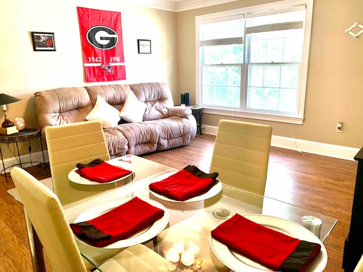 Beautiful Apartment Near UGA Vet School