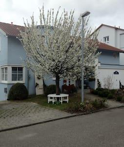 Tolle Ferienwohnung im blauen Haus - Bietigheim-Bissingen