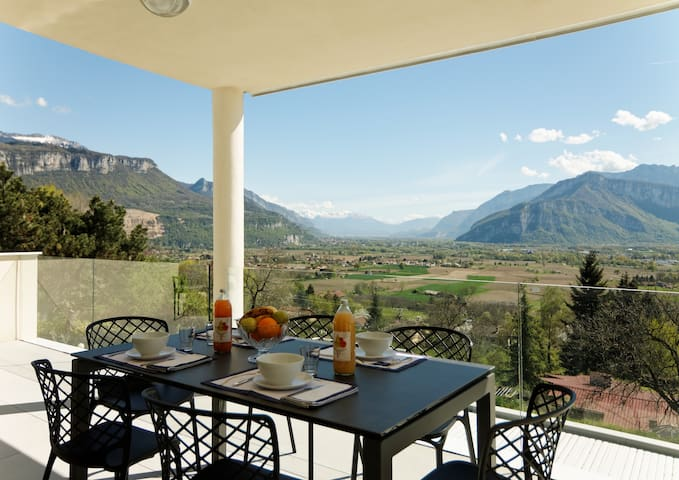Rooms in villa with stunning view - Saint-Jean-de-Moirans - Casa