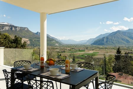 Rooms in villa with stunning view - Saint-Jean-de-Moirans - Hus