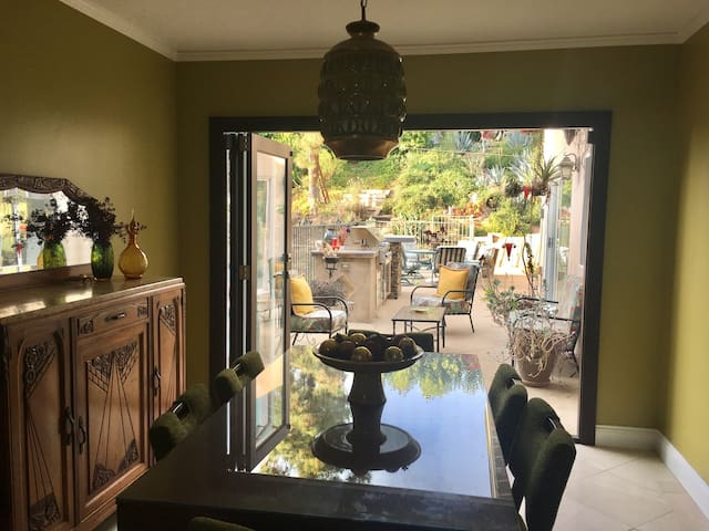 Two bedroom mid century Calabasas home w/ pool/BbQ