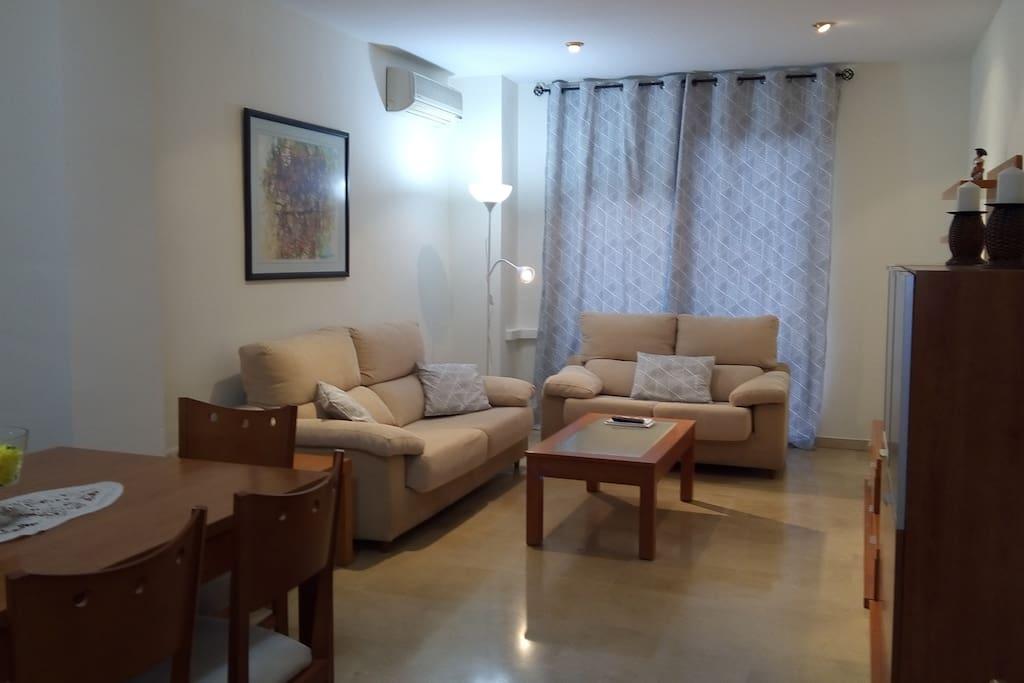 Comedor amplio y cómodo - Big and comfortable living room
