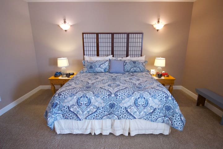 Meadowlark Heritage Farm B&B Master Suite