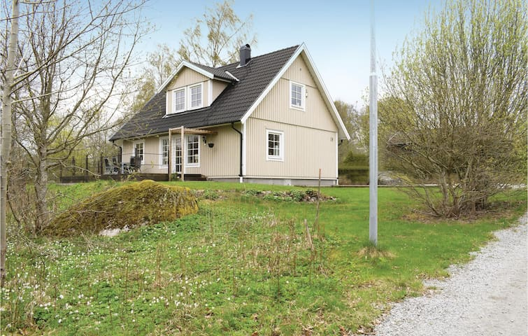 Holiday cottage with 2 bedrooms on 136m² in Lönashult