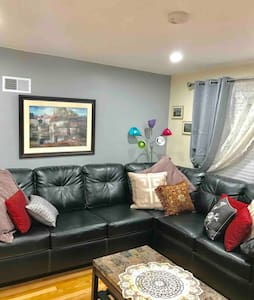 LUXURY APT: Fully equipped-PRKG incl.12 min 2 lake