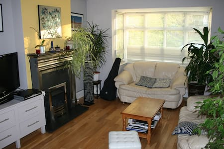 Large room in large house near Oxford Parkway - Kidlington - Casa