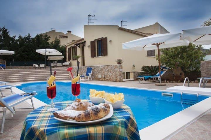Villa Cornino  piscina e spiaggia - Scurati