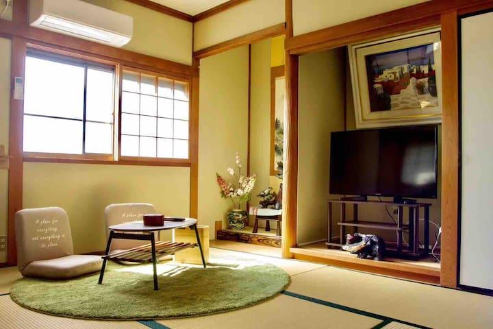 2人独享和式家庭间,大阪关西机场三站,步行可达奥特莱斯购物广场,日式榻榻米。