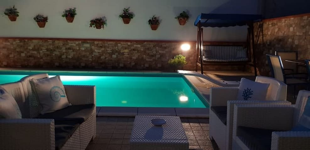 Glamorous House Private Swimming Pool