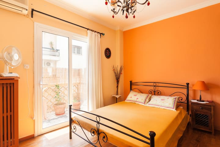 Central,10 minutes from metro, bohemian area...