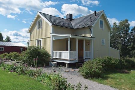 Gårdshus i Degernäs, 1 mil utanför Umeå.