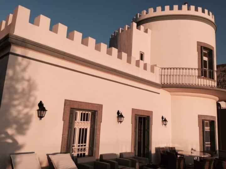 Tower House Pyrgos, Villa