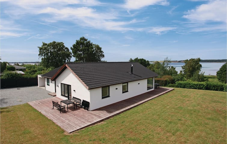 Holiday cottage with 3 bedrooms on 150m² in Holbæk