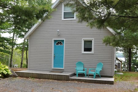 Blueberry Shores, a tranquil lakefront cottage