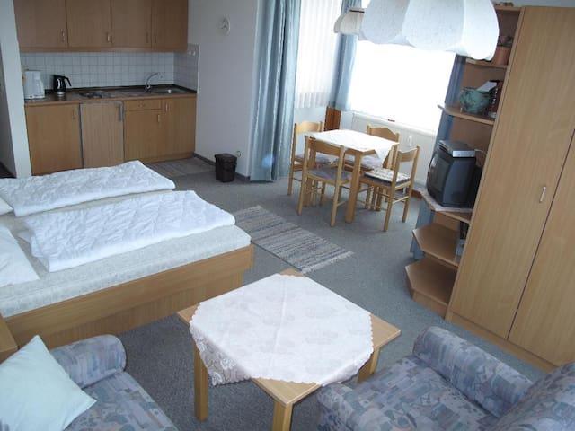 Appartement-Anlage Ferienland Sonnenwald (Schöfweg), Appartement Typ B (ca. 30qm) mit Balkon/ Terrasse mit Gartenmöbeln