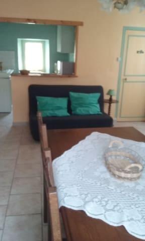 studio pour 2 personnes en centre var - Vins-sur-Caramy - Apartamento