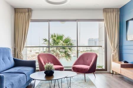 Herzliya Marina Lagoon Apartment- Retro Style
