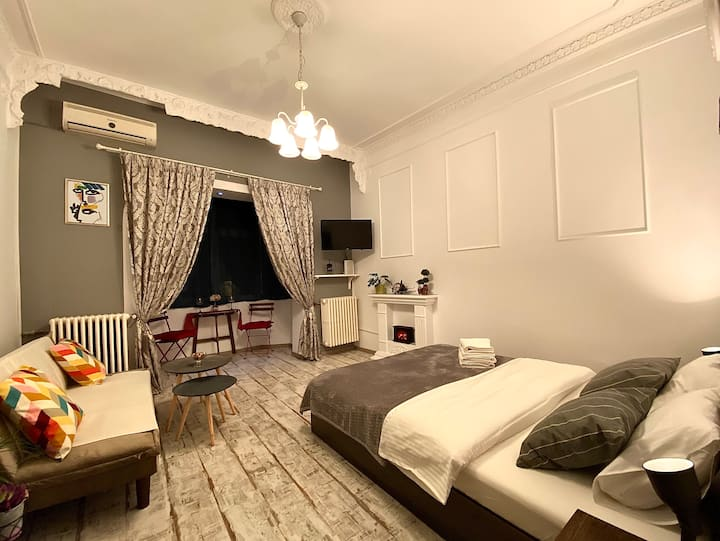 """Little Paris"" Apartment in the Heart of Bucharest"