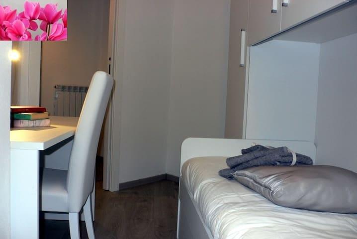 Camera con letto singolo-Bedroom with a single bed
