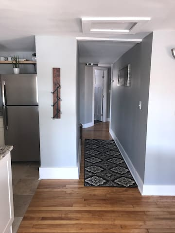 Hallway to the bedrooms and bathroom