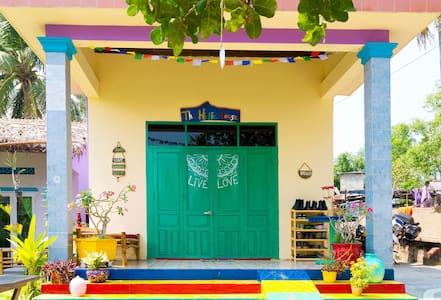 The Hippie House Beachside Room #1 - Hoi An