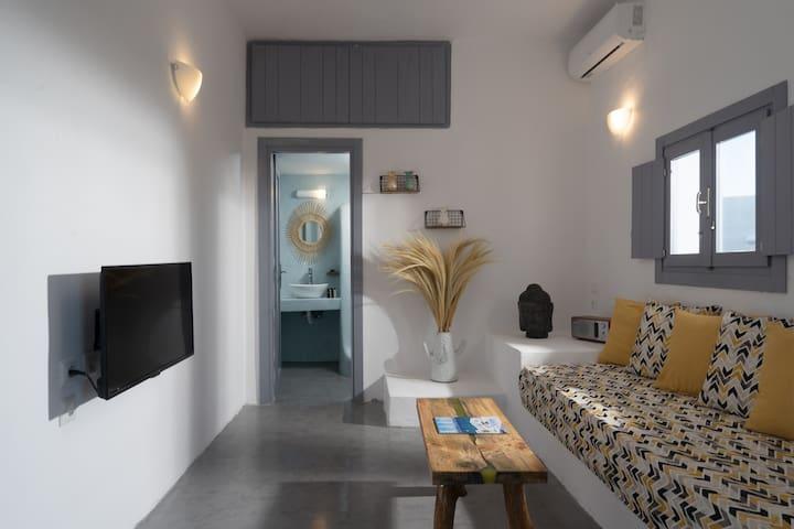 Occhio Santorini with heated jaccuzi Grey House