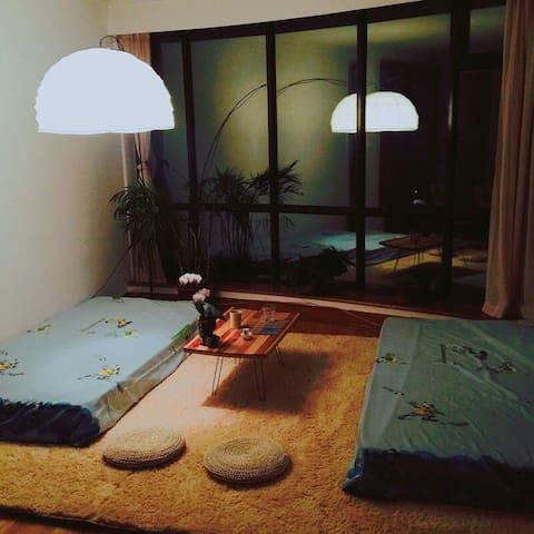 古香清静''客厅床位''  地铁20分钟到天安门故宫|鸟巢|南锣鼓巷|高级公寓