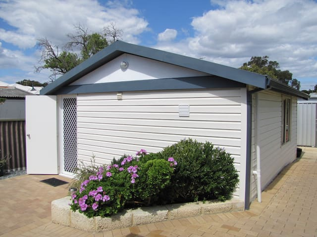 Beach Cottage - Rockingham