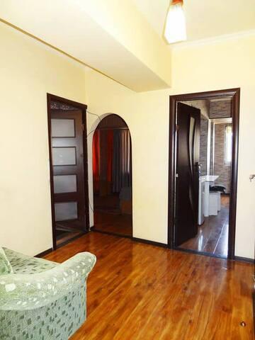 Сдаю 2-комнатную квартиру в самом центре Бишкека