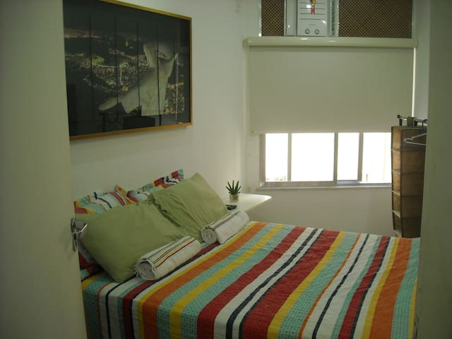 Copacabana Posto 4 great apartment! Great location - Rio de Janeiro - Appartement