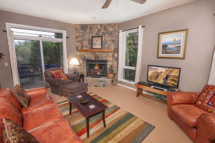 2BR Condo at Yonahlossee Inn, Pet Friendly, Club Access, Near Blowing Rock