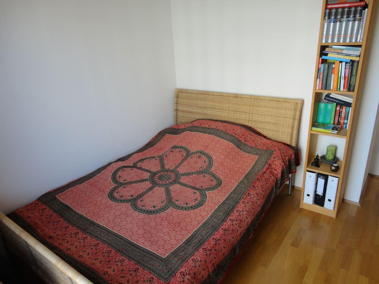 Eigenes, separates Zimmer (Bett 1,40m x 2,00m)