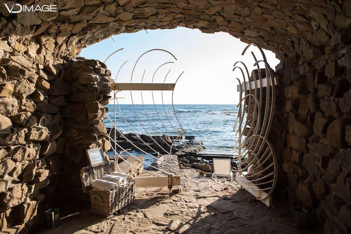 La Califfa lussuosa villa sul mare, pochi km roma