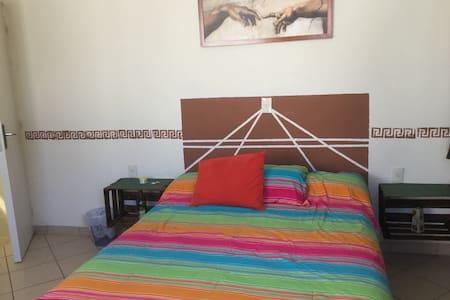 Habitación y baño independiente - Naucalpan de Juárez - Dom