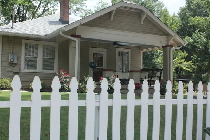 Family & Dog Friendly House in Grant Park!