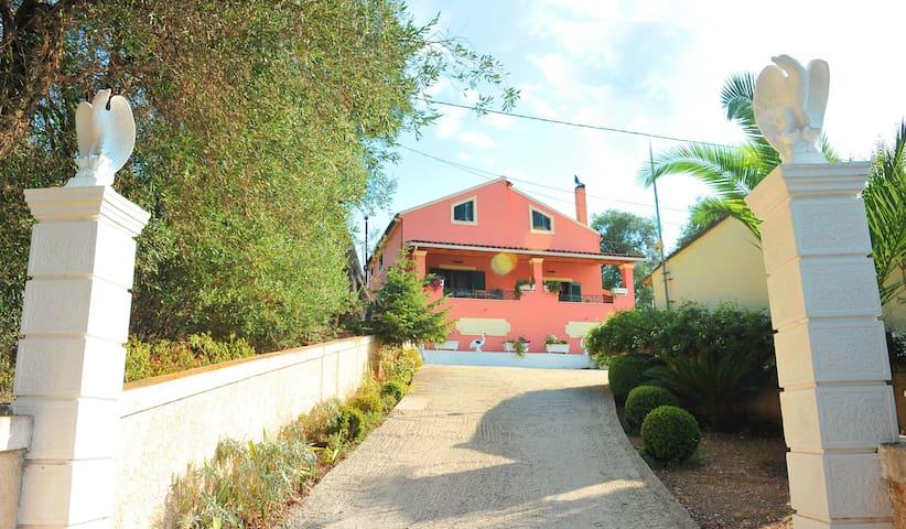 Villa Eleni Peritheia