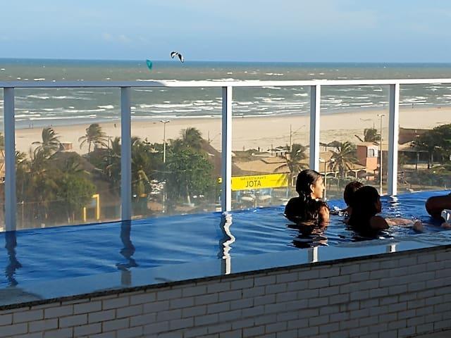 Lindo apto Aracajú, condomínio frente ao mar