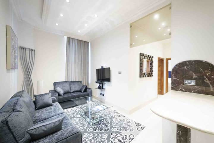 Marble Arch Apartment III