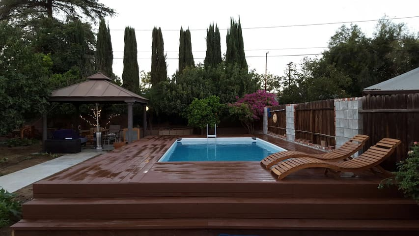 Charming 3Bd , Private pool! Gated! - Los Angeles - Casa