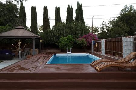 Charming 3Bd , Private pool! Gated! - Los Angeles - Haus