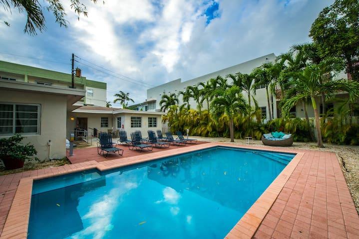 Casa Gaby 3 bedroom/ 3 bath Sleeps 12 - Miami Beach - Haus