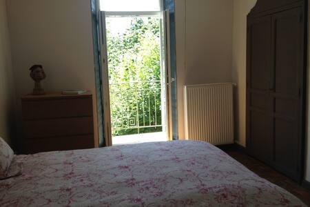 Jolie chambre privée près de Millau, côté Tarn - Aguessac - Pension