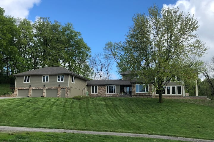 Quiet Country House on fishing lake,close to Omaha